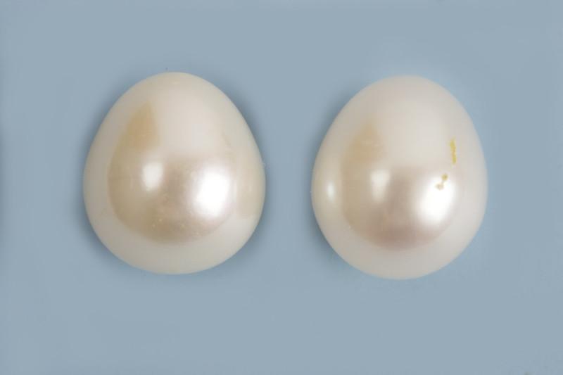 Ferskvandsperle, anboret, dråbe, hvid, ca. 8-9 mm, 2 stk.